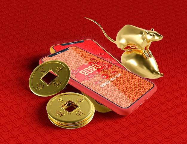 Китайская концепция нового года с макетом телефона и золотой крысой