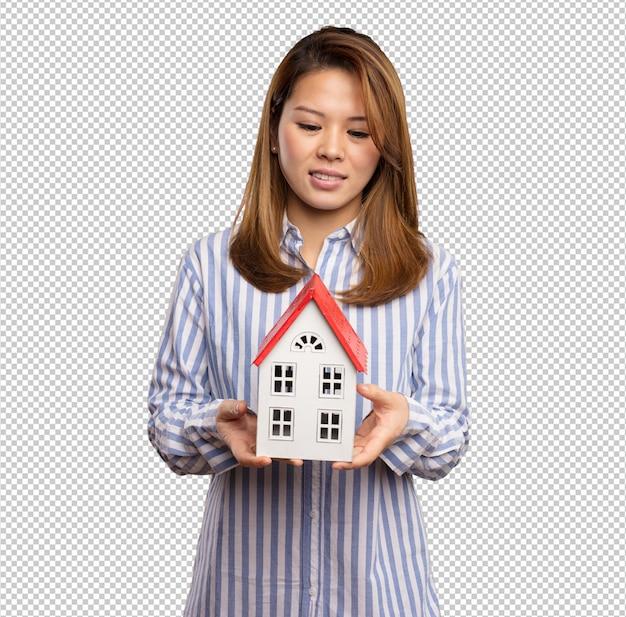 작은 집을 들고 중국 여자