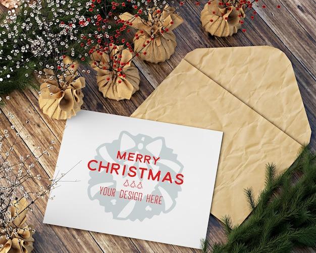 テーブルのモックアップにクリスマスカードとアクセサリーでクリスマスの装飾
