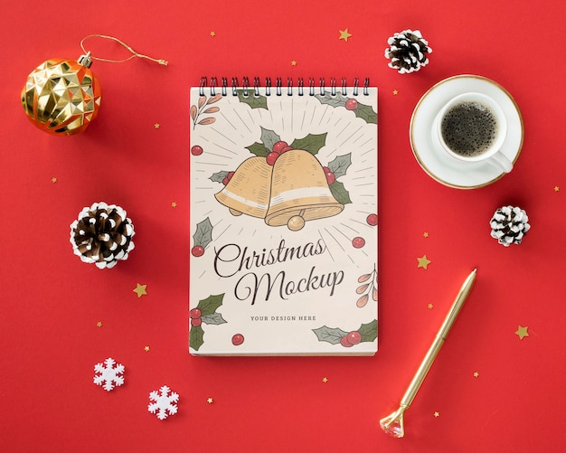 メモ帳のモックアップとクリスマスイブのアレンジメント