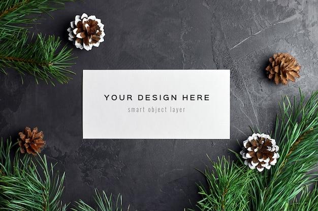 소나무 가지와 콘 크리스마스 인사말 카드 모형