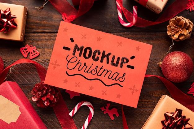 Mock-up di natale su una confezione regalo