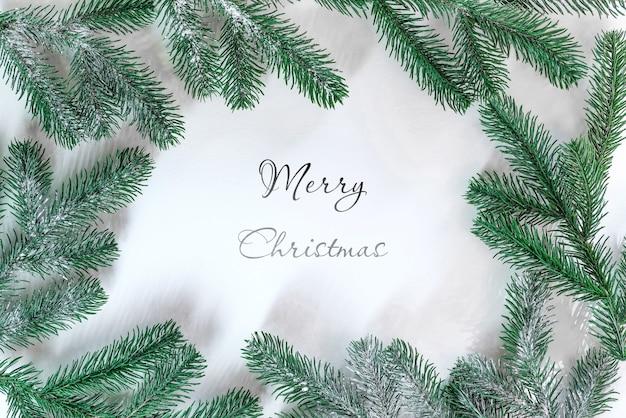 전나무 가지로 만든 크리스마스 모형