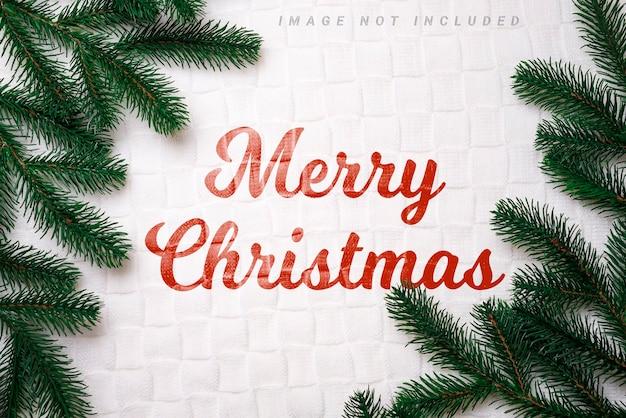 トウヒの枝とクリスマスのモックアップ