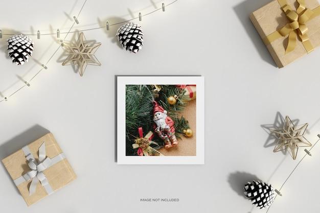 Рождественская бумага с макетом из сосновых листьев