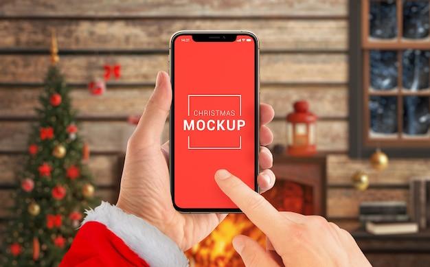 산타 클로스 손에 크리스마스 전화 모형