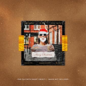 Рождественский пост в социальных сетях с фото в пластиковой упаковке polaroid mockup