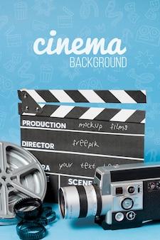 映画フィルムのスレートとカメラ