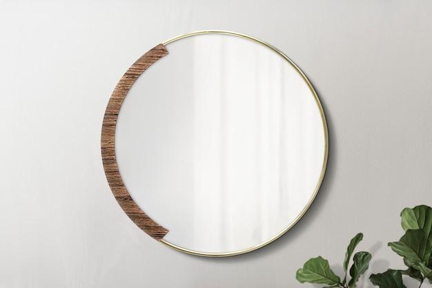 Круглое зеркало на деревянном фоне с макетом фигового листа скрипки