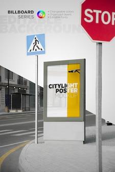 シティライト ポスター モックアップ デザインのレンダリング