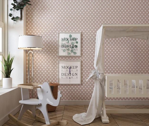 モックアップポスターフレームと古典的な赤ちゃんの寝室