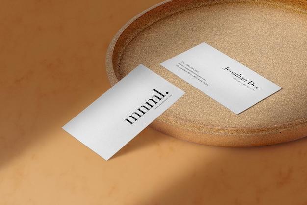 공예 접시에 깨끗한 최소한의 명함 모형