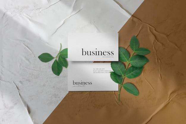 Чистый минимальный макет визитки на клееной бумаге