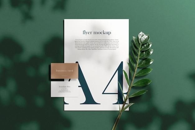 Чистый минимальный макет визитки на бумаге формата а4 с листьями и листьями