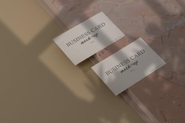 シャドウオーバーレイで最小限の名刺のモックアップをクリーンアップ
