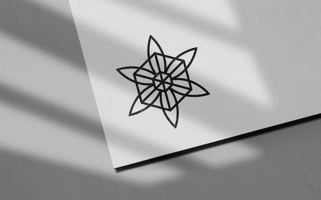깨끗한 종이 검은 로고 모형