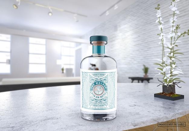 Мокап прозрачной стеклянной бутылки для джина