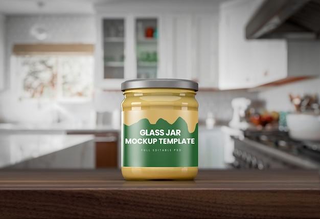 Мокап прозрачной банки для соуса на кухонной стойке