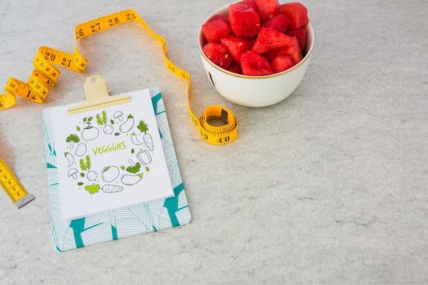 クリップボード、モックアップ、健康的な食品のコンセプト