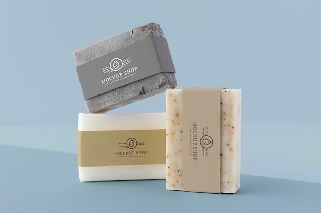 Primo piano sul modello di confezione di sapone artigianale