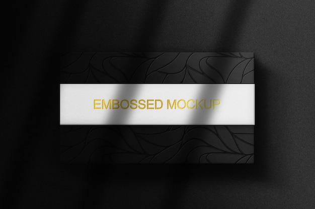 골드 엠보싱 및 lebel로 상자 모형을 닫습니다.