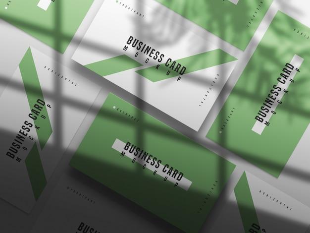 Макет горизонтальной и вертикальной визитной карточки крупным планом