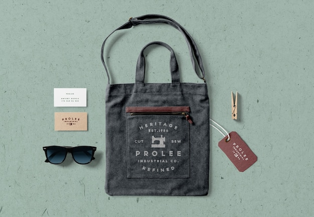 Close up on jeans bag with accessories isolated Premium Psd