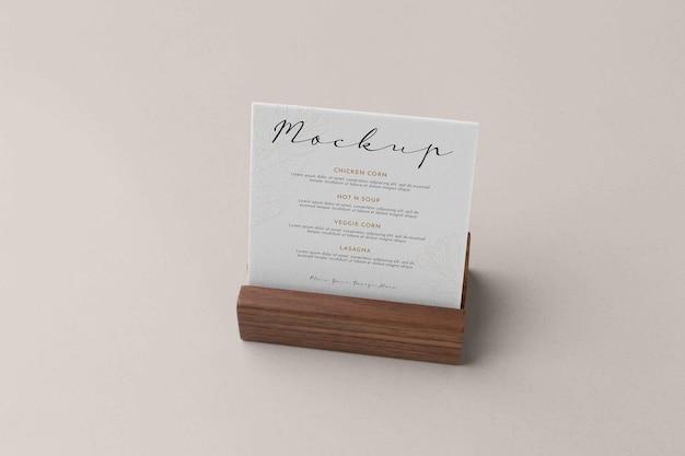 Primo piano sul modello di menu in supporto di legno