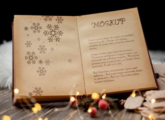 크리스마스 노래와 함께 책의 클로즈업