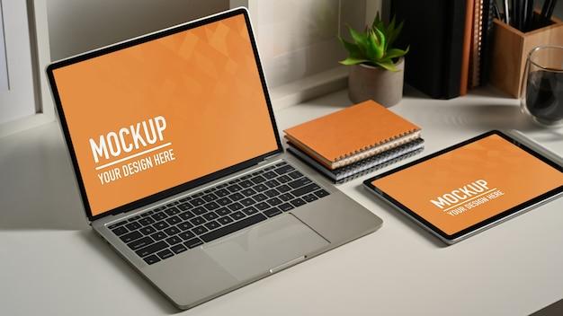 노트북 및 tablete 모형의 클로즈업