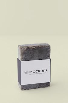 職人の石鹸包装モックアップのクローズアップ