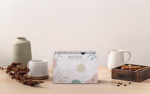 Крупным планом на макете кофейного календаря