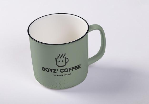 コーヒーカップのモックアップデザインをクローズアップ