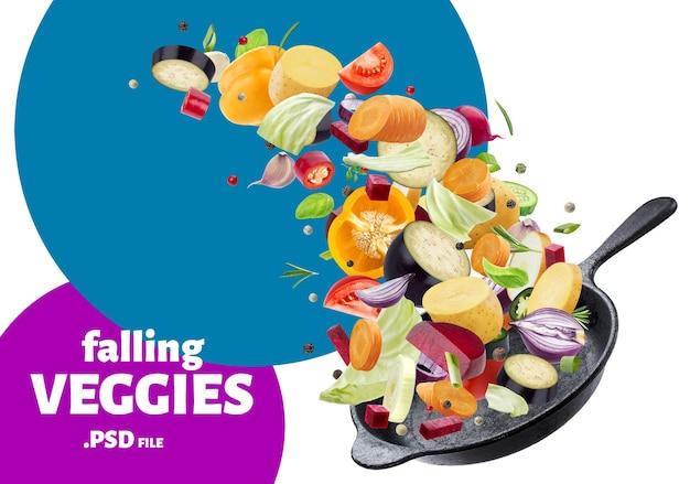 Крупным планом на разные овощи, падающие в сковороду
