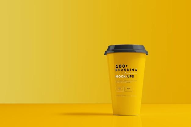 コーヒーカップのモックアップのパッケージにクローズアップ