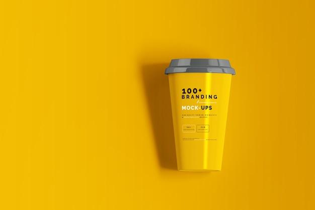 Закройте на упаковке макета кофейной чашки