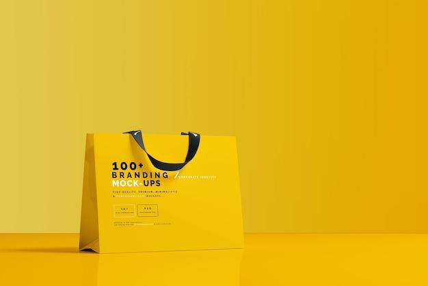 Закройте на упаковке макета хозяйственной сумки