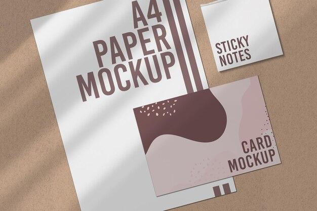紙とカードのモックアップにクローズアップ