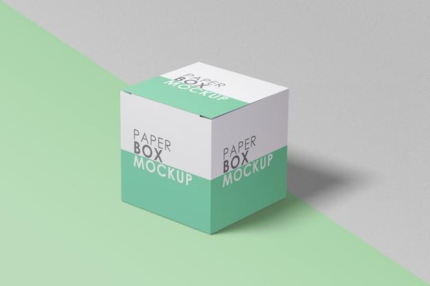 Крупным планом на изолированном макете бумажной коробки