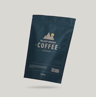 分離された紙のコーヒーバッグのモックアップにクローズアップ