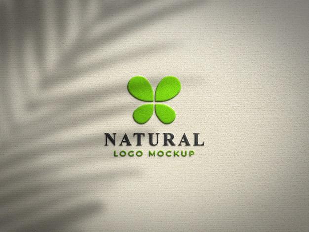 Макет реалистичного тисненого логотипа крупным планом
