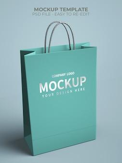실버 로고가있는 쇼핑백 모형에 닫습니다.