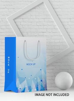 ショッピングの紙袋のモックアップをクローズアップ