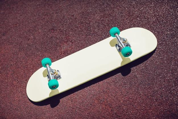 スケートボードのモックアップをクローズアップ