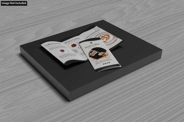 さまざまな目的の3つ折りパンフレットのクローズアップ