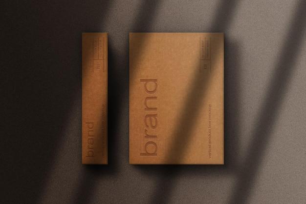 Макет прямоугольной тисненой бумажной коробки крупным планом