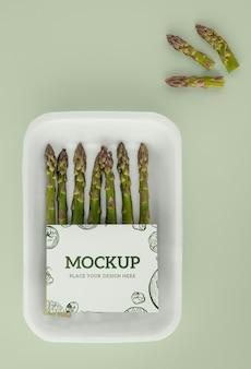 Primo piano sul modello di packaging vegano