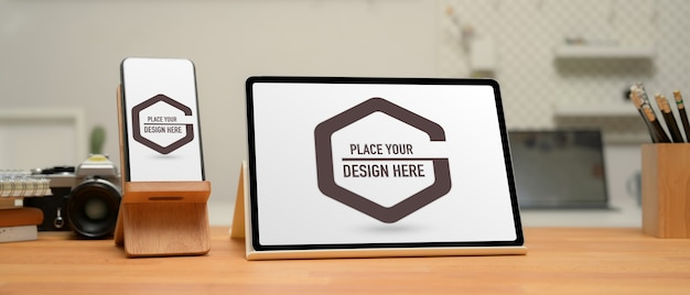 Close up view of mock up digital devices with tablet Premium Psd