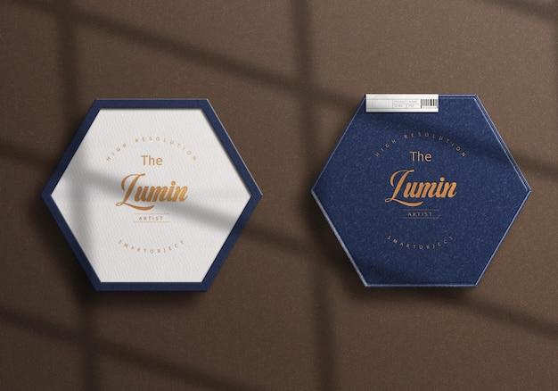 Крупным планом вид на дизайн макета логотипа на роскошной коробке