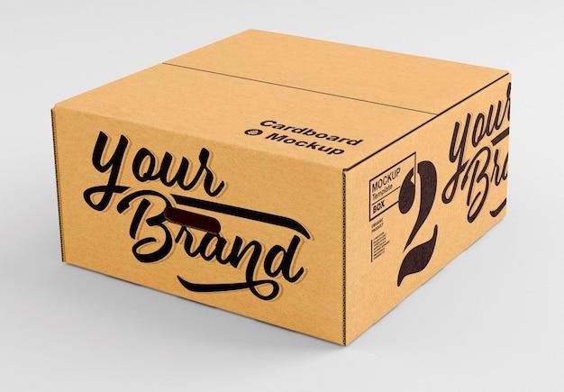 Закрытая картонная коробка 3d макет дизайна изолированные